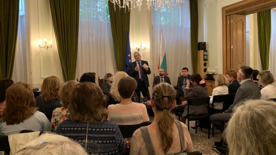 Среща на посланик Марин Райков с български учители в Лондон