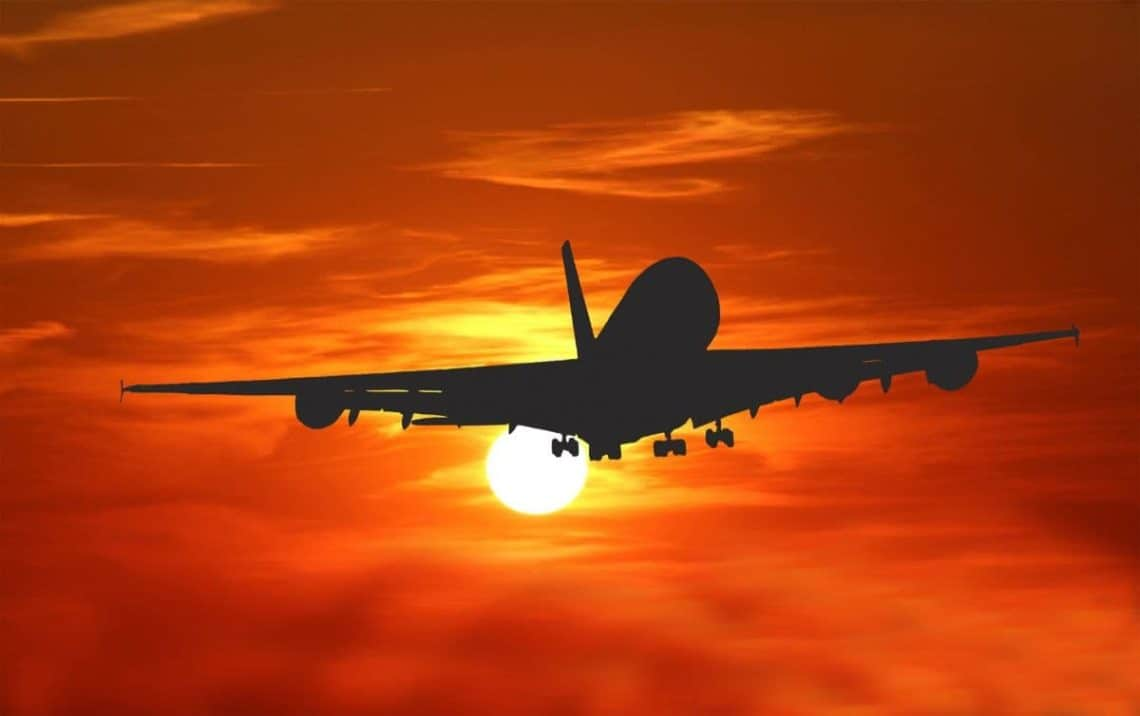 airplane-sunset-1140x716